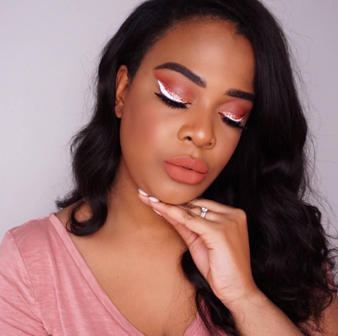 peach makeup trend on dark skin